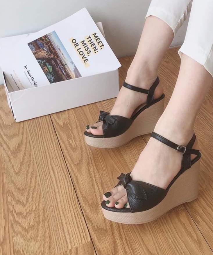Sandal đế xuồng